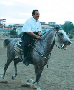 Muhsin Yazıcıoğlu ata binerken
