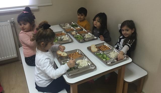 Kağıthane Ç.Y. Eşref ve Sadullah Kıray Anaokulu Çocuklar Yemek