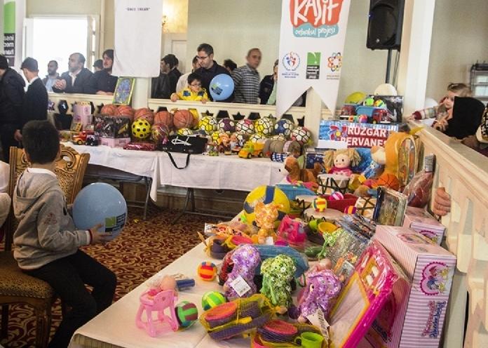 Yüzlerce Çocuk, Oyuncaklarını ve Kumbaralarını Suriye'ye Gönderdi