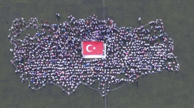 En Büyük El Dokuma Türk Bayrağı Türkiye Haritası Koreografisinde Sergilendi