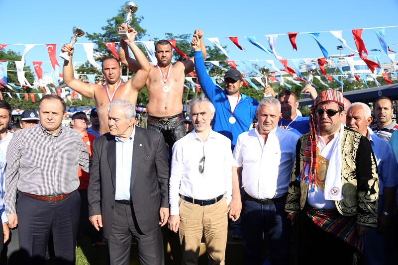 Kağıthane Yağlı Güreşlerinin Şampiyonu Fatih Atlı Oldu