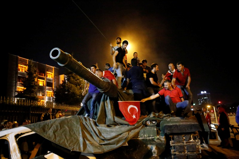 People stand on a Turkish army tank in Ankara, Turkey July 16, 2016. REUTERS/Tumay Berkin - RTSI7T9