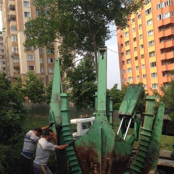 Hamidiye Mahallesi Kapalı Yüzme Havuzu İnşaatı Ağaç Sökme Makinesi